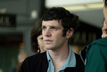 Кадр из фильма Ищите женщину